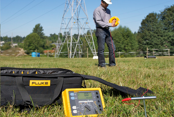 MI 3123 SMARTEC Earth / Clamp for testing earthing resistance, main earthing of objects, resistance of individual earthing rods in large systems, lightning systems, determination of soil resistivity, designing of earthing systems. Suitable for testing on CAT IV installations.
