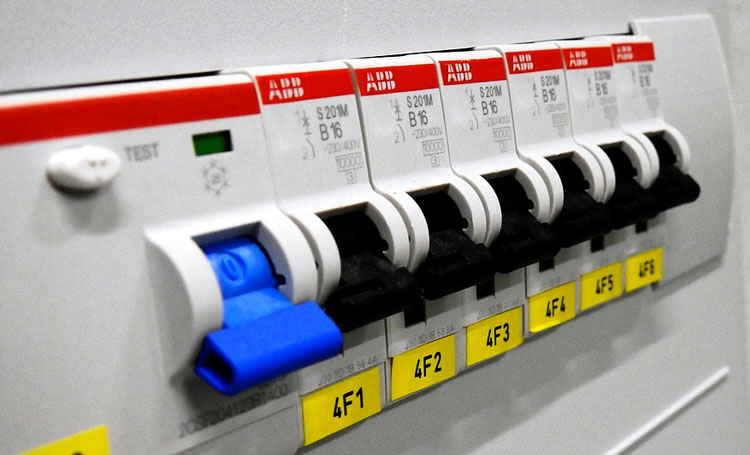 What is Circuit Breaker Testing and How is it Done | Carelabz.com
